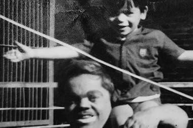 Se crió en el circo, con tíos reales y tíos del corazón: una inmensa familia de solidaridad y cooperación