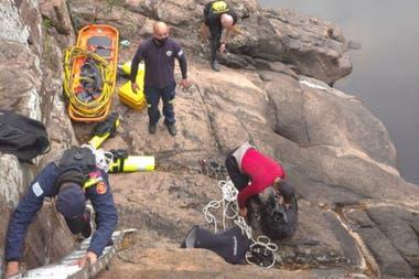 El trabajo de los buzos de la Armada, que en la mañana del domingo encontraron el cuerpo de Maximiliano Pereira