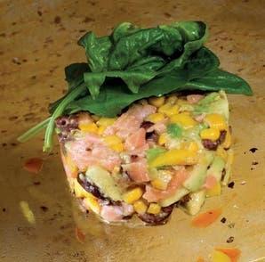 Ensalada de salmón, mango y palta