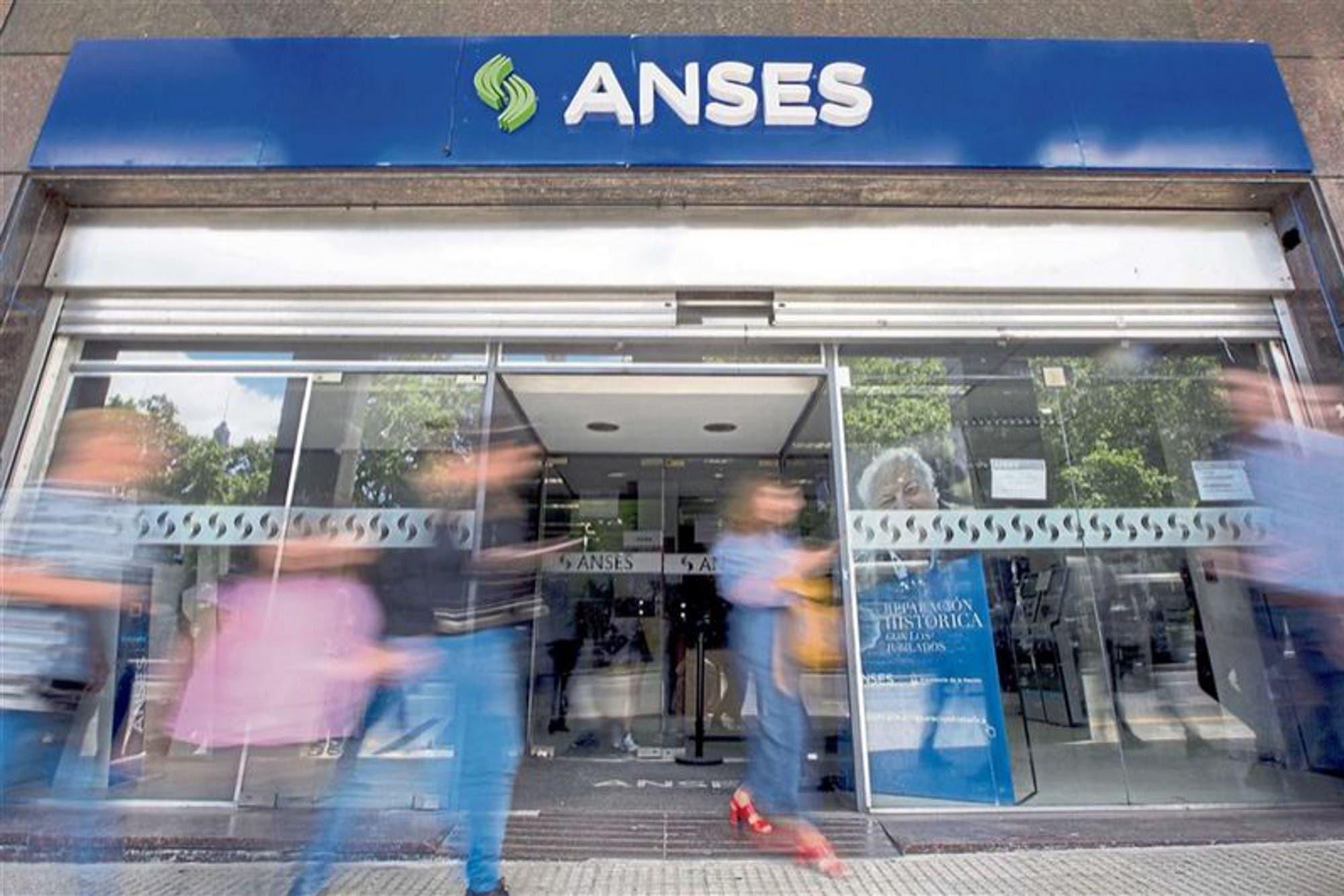 IFE: pensó que hablaba con la Anses por Facebook, dio su DNI y la estafaron