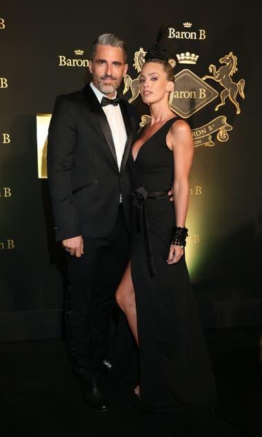 Pareja de negro: Nicolás Paladini con su esposa, Rocío Guirao Díaz