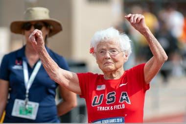 Julia Hawkins a los 103 años, corriendo los 100m