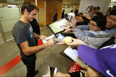 Federer, de gira para beneplácito de sus millones de seguidores
