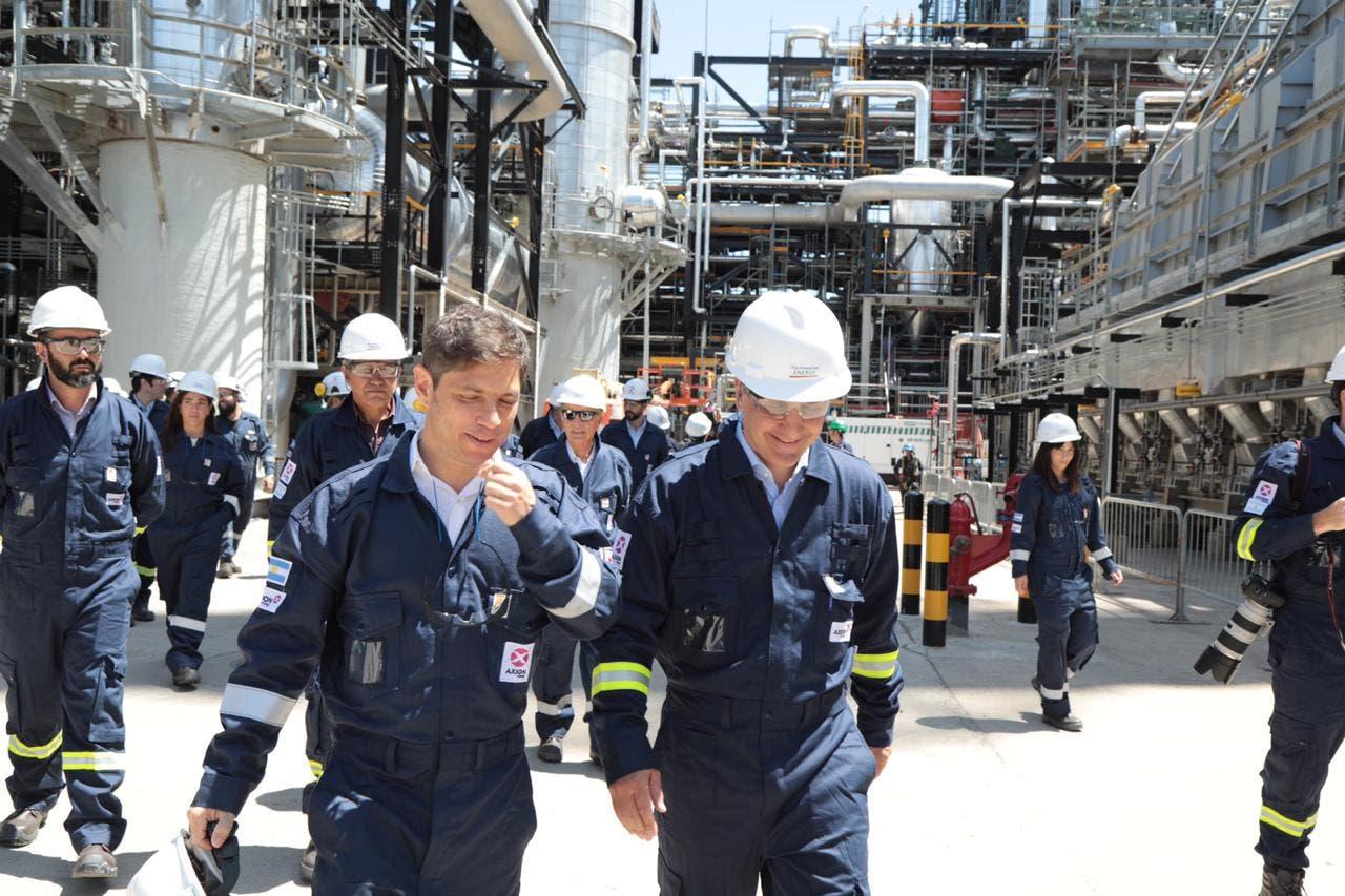 Energía. Kicillof visitó una refinería de la familia Bulgheroni en Campana