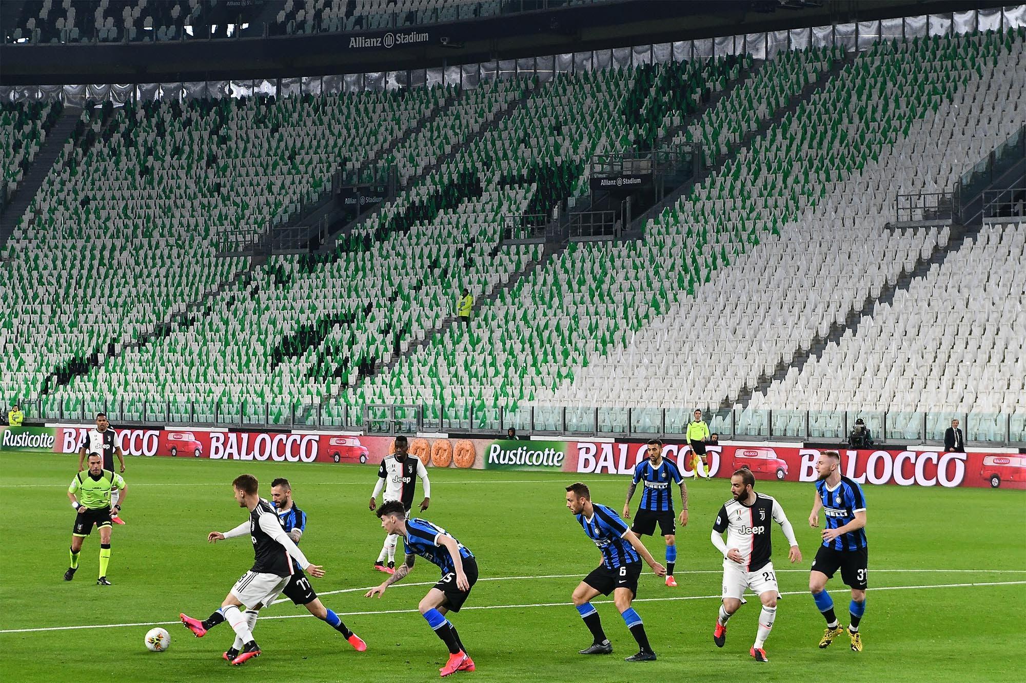 Coronavirus y fútbol: el escepticismo de Valdano, el optimismo de Menotti, la autocrítica de Rummenigge