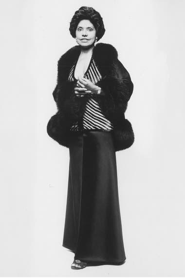 Eunice Johnson en 1973 con un diseño del italiano Renato Balestra