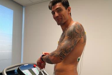 Carlos Delfino, en los chequeos de rutina antes de la presentación en su nuevo club.