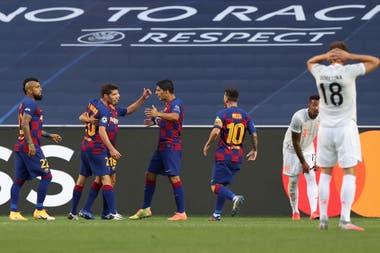 Un mal despeje había permitido el empate parcial de Barcelona, pero Bayern Munich luego no tuvo piedad
