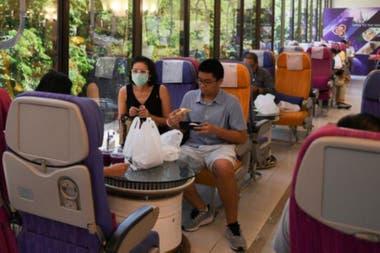 El salón ofrece las butacas de clase turista para comer y las de Business para tomar café
