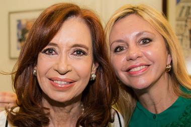 Cristina Kirchner y María de los Ángeles Sacnun, presidenta de la Comisión de Asuntos Constitucionales del Senado