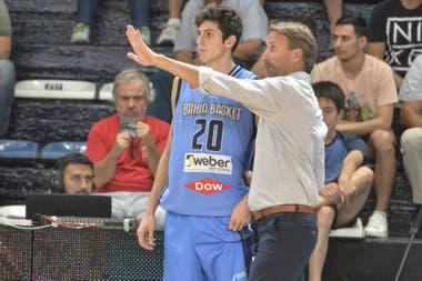Leandro Bolmaro junto a Sebastián Ginóbili: en Bahía Basket comprendió cómo debía ser un profesional