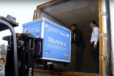 El traslado de los contenedores con la vacuna Sputnik V a la India