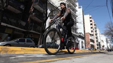 Algunos estudios demuestran que quienes van en bici al trabajo están más contentos y son menos propensos a caer en depresiones