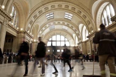 """""""Espectacular"""" es la palabra que más repiten los pasajeros que caminan por la estación"""