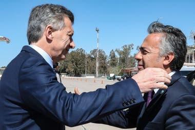 El presidente Macri con el gobernador de Mendoza Alfredo Cornejo