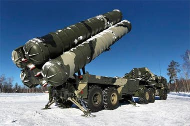 """Los S-400 """"Triumf"""" de Rusia figuran entre los sistemas de misiles """"tierra-aire"""" más avanzados del mundo"""