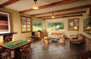 La sala de La Granadilla tiene juegos de mesa e instrumentos de música.