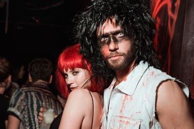 Delfina Chaves y Mariano Balcarce, muy juntos en una fiesta de Halloween