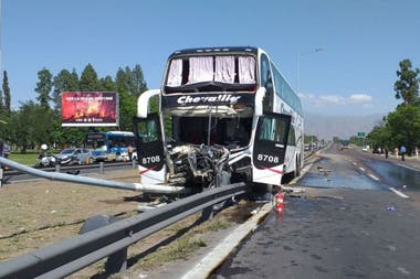 El micro accidentado en Mendoza