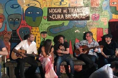 Un ensayo de la canción en el Hogar de Tránsito para gente en condición de calle Cura Brochero, de Olivos