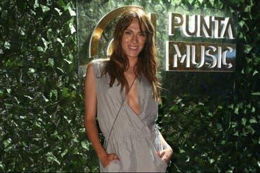 Mariana Genesio Peña a puro glam en la noche uruguaya