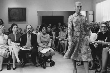 Eunice Johnson en el desfile de Pauline Trigere, en 1971.