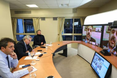Alberto Fernández mantuvo una reunión virtual con los jefes parlamentarios de Juntos por el Cambio en busca de construir consensos para afrontar la renegociación de la deuda y la pospandemia