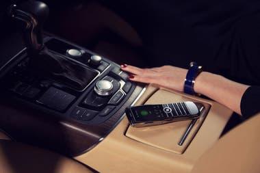 Xor Titanium es un teléfono móvil de lujo que solo te permite hacer llamadas y enviar mensajes de texto