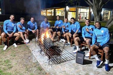 """Uruguay: una """"foto maldita"""", 16 casos de Covid-19 en la selección y las  duras críticas del Gobierno - LA NACION"""