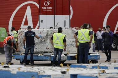 Muchos países están utilizando otros medios de transporte a cargo de empresas internacionales de cargo