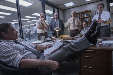 Tom Hanks como Ben Bradlee, editor del Washington Post, en la película de Spielberg