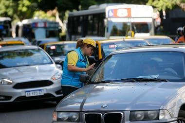 Retiro y casco histórico: desde hoy no pueden ingresar autos particulares