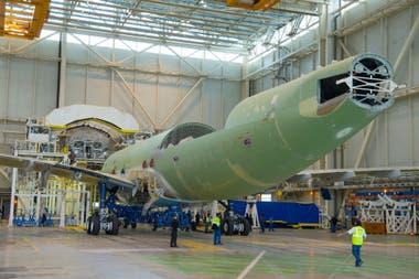 El BelugaXL se construye modificando la estructura de otro avión de Airbus