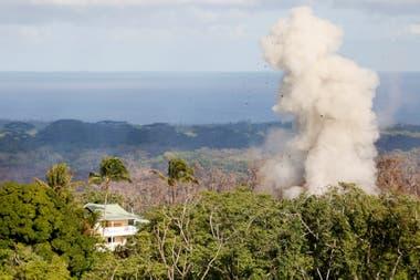Las autoridades advierten que hay probabilidades de que aumenten las erupciones del volcán