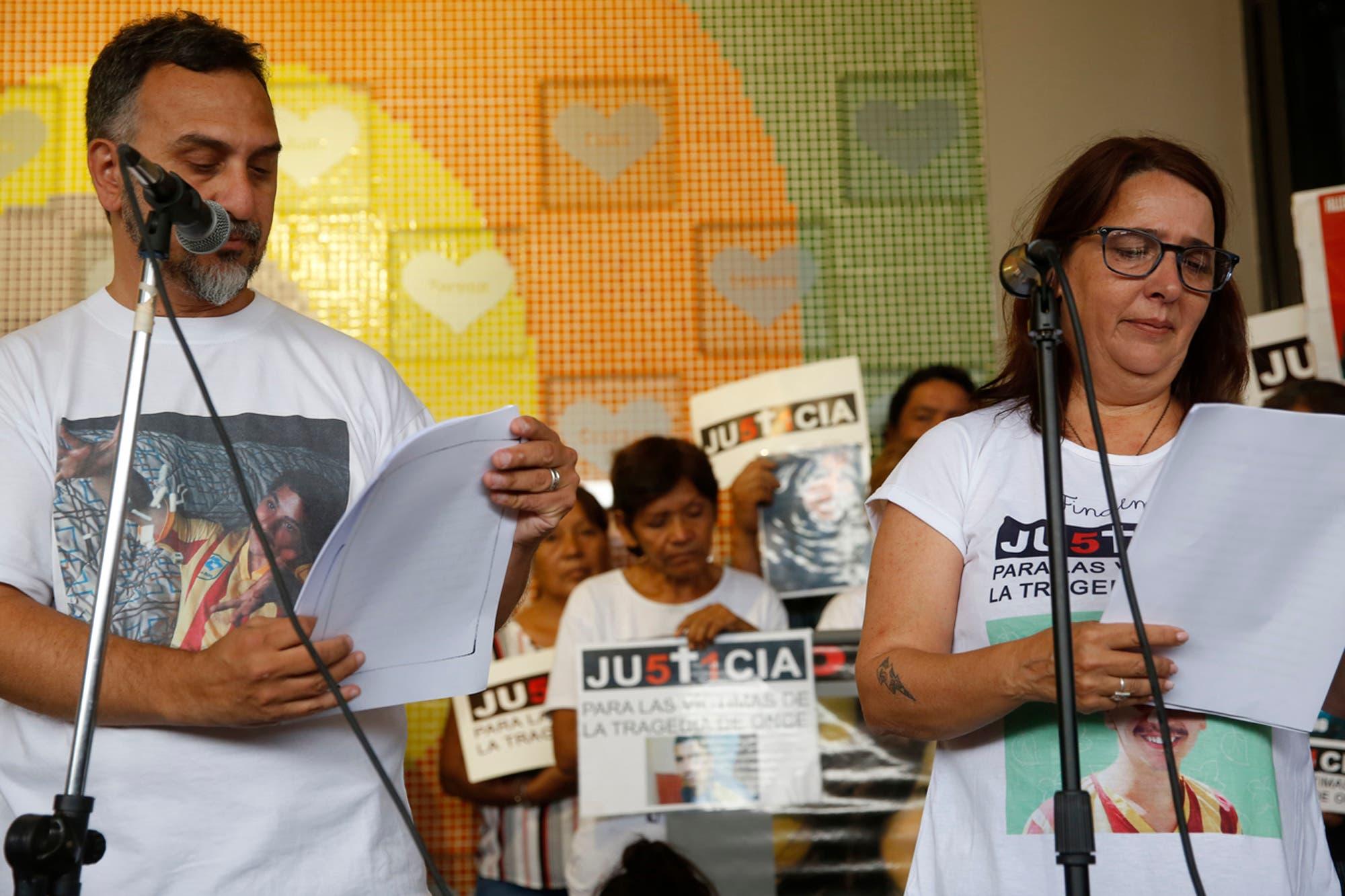 """Indignación. """"De Vido debería estar cumpliendo la pena por la tragedia de Once"""", dijo María Luján Rey"""