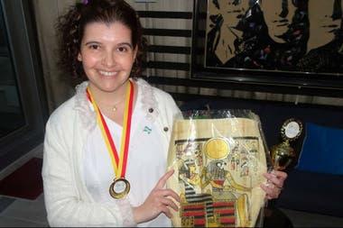 """Hayipandeli recibió además el """"Trofeo al mérito creativo y la inventiva"""" y la """"Medalla de oro al mérito inventivo"""""""