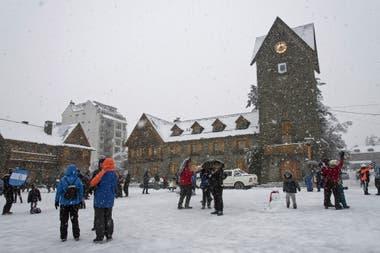 Bariloche amaneció cubierta de nieve