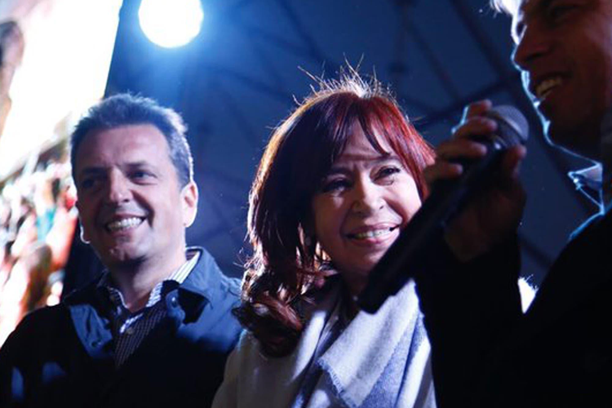 """Cristina Kirchner se reencontró con Sergio Massa y comparó a Mauricio Macri con un """"desastre natural"""""""