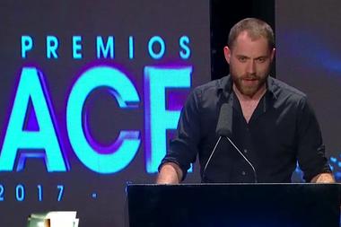 En los premios ACE, una de sus escasas apariciones públicas