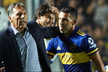 Carlos Tevez confirmo que seguira en Boca y donara lo que gane de su contrato