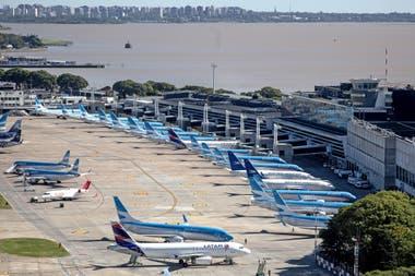Ceriani también contempló la posibilidad de restablecer la red doméstica de rutas troncales desde y hacia Buenos Aires que opera habitualmente Aerolíneas Argentinas, pero con menos frecuencias