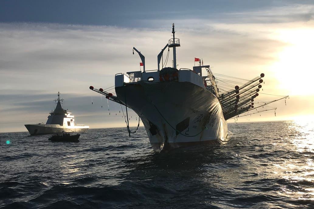 Los piratas del siglo XXI se roban US$ 1000 millones de pesca por año del Mar Argentino