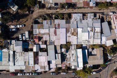 Vista aérea del sector Cerro 18, al este de Santiago, el 22 de mayo de 2020, durante la pandemia de coronavirus