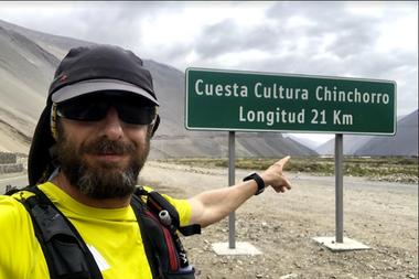 Juan Pablo Savonitti en la Cuesta Chinchorro, del norte chileno
