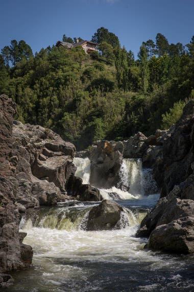 Una de las tres cascadas del río Tabaquillo que atraviesa al estancia.