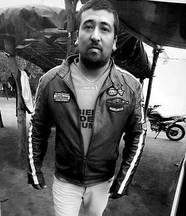 """El 15 de mayo, Luis Espinoza, 32 años, seis hijos, fue asesinado en el marco de un operativo policial para impedir una carrera cuadrera en Tucumán. Los efectivos involucrados habrían ocultado su cuerpo lanzándolo en un precipicio a 100 km del lugar del hecho, en Catamarca. """"Nadie lo va a encontrar"""","""