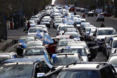 Gran cantidad de vehículos en las calles de Mar del Plata por el banderazo del 19S