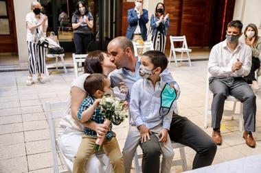 En las últimas dos semanas, 435 parejas se unieron en matrimonio en los cuatro Registros Civiles habilitados en la ciudad