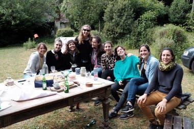 María, junto a sus amigas.