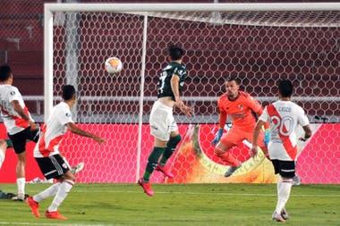 El cabezazo de Viña, el tercer gol de Palmeiras.